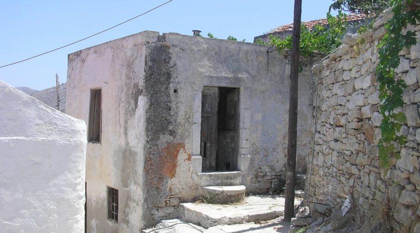 ερειπωμένη μονοκατοικία στη Σύμη