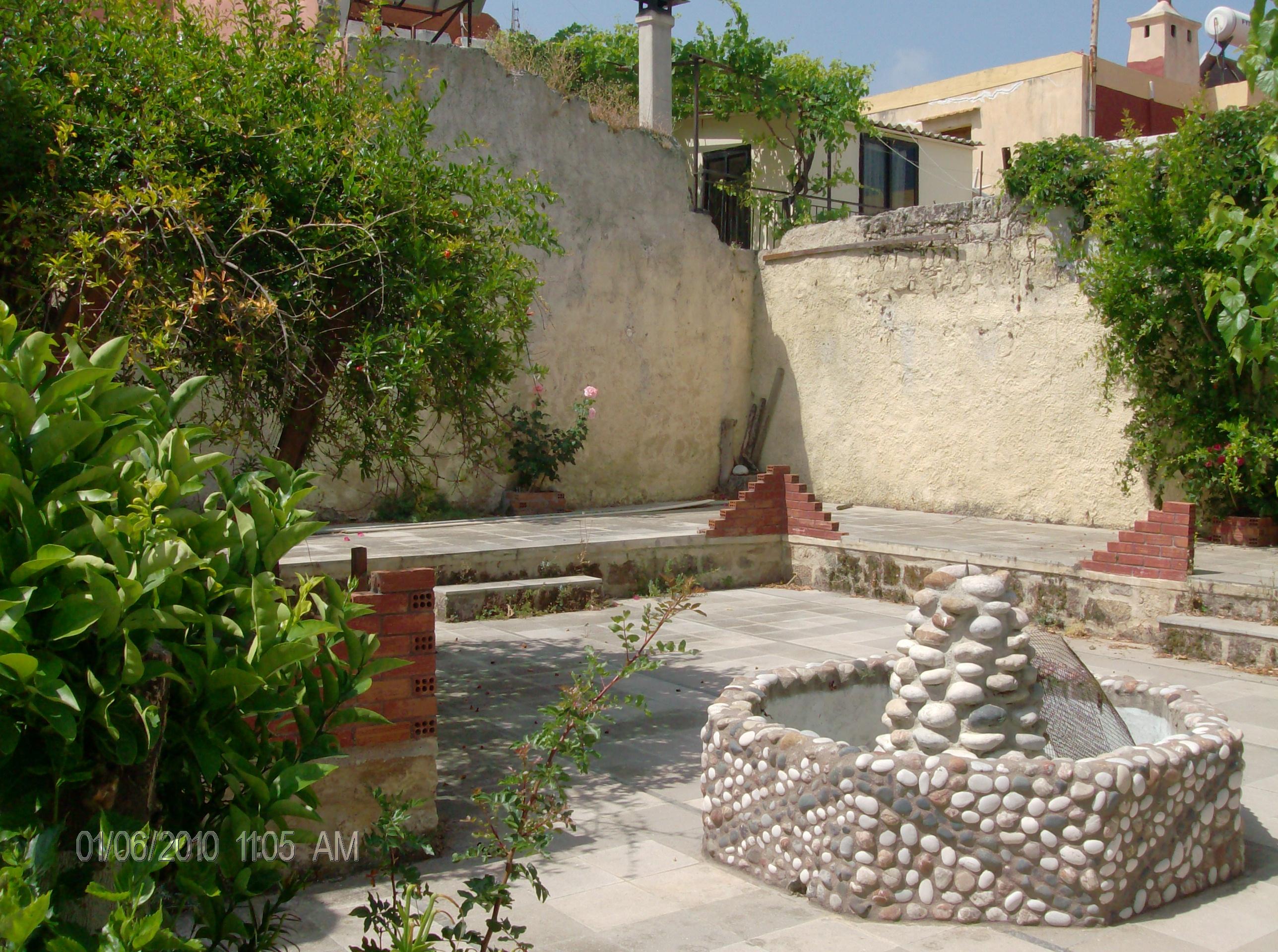 Κατοικία με αυλή  στη μεσαιωνική πόλη Ρόδου, KAP-2126