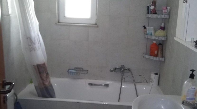 διαμέρισμα ημιυπόγειο κόνσολας και διαμερισμα μπέρδη 019